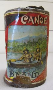 It is remarkable that the artist more-or-less depicts Kodiak Alutiiq in this label. Note the bifurcated bow of the kayak, the gutskin kamleikas, and the conical-shaped hats.